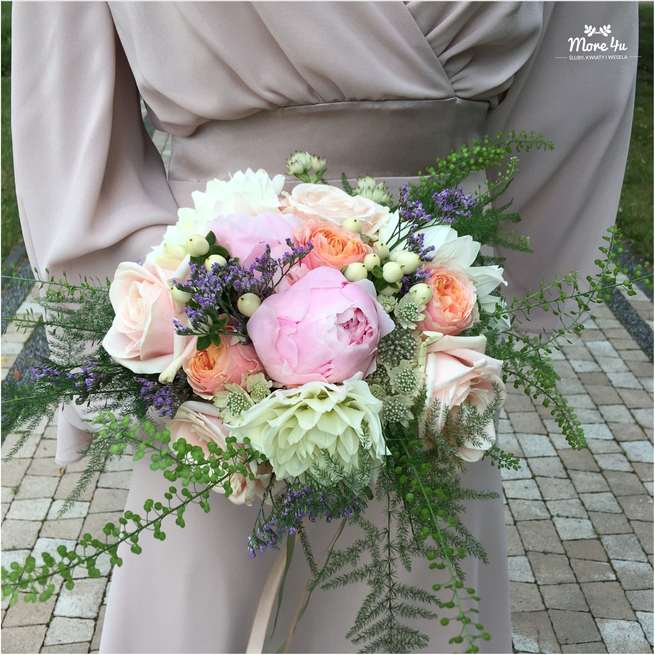 ślub Boho Ceremonia W Plenerze Peonie Na ślub Kwiaty Na ślub