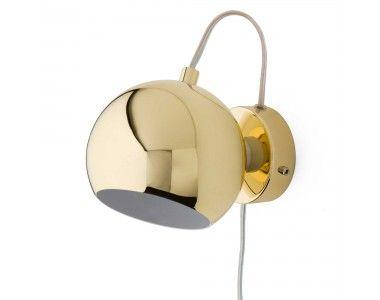 Unsere Wandlampe Koge Ball bezaubert durch edles Design in strahlenden Farben und Nuancen. Aus 100% Edelstahl verarbeitet, setzt die runde Lampe mit magnetischer Basis individuelle Lichtpunkte, wo immer Sie möchten. Ein transparentes Kabel harmoniert mit dem modernen Look.