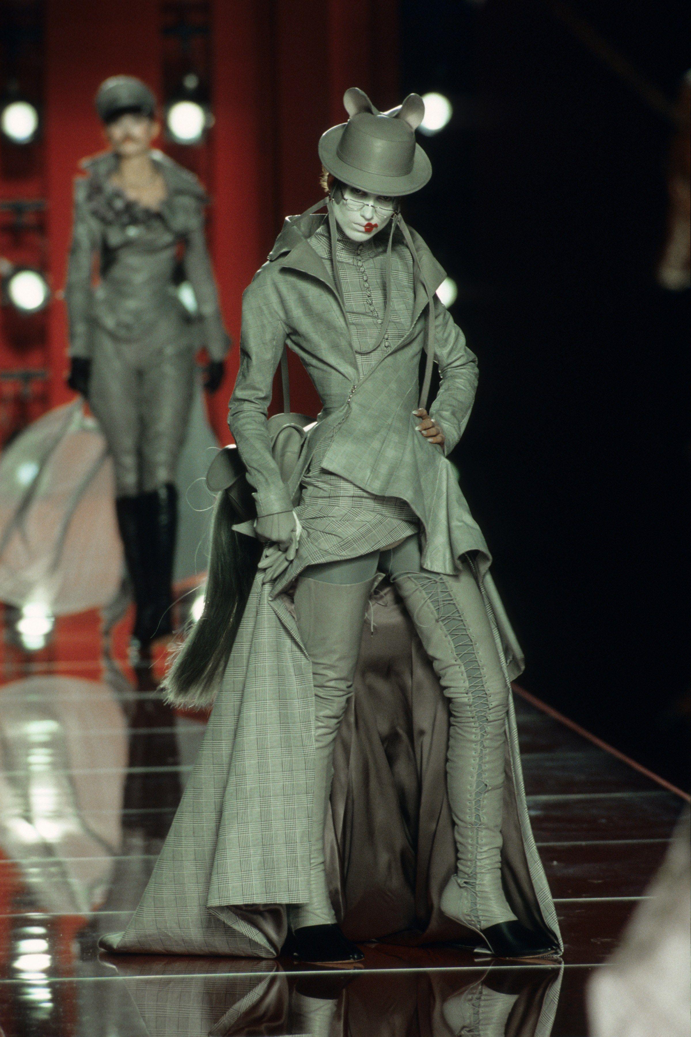 Christian Dior Fall 2000 Couture Fashion Show | GALLIANO ...