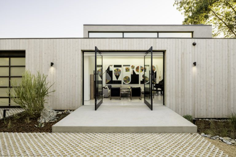 Bridge House Runs Over A Natural Stream In Los Angeles Design Milk In 2020 Architect Architecture House