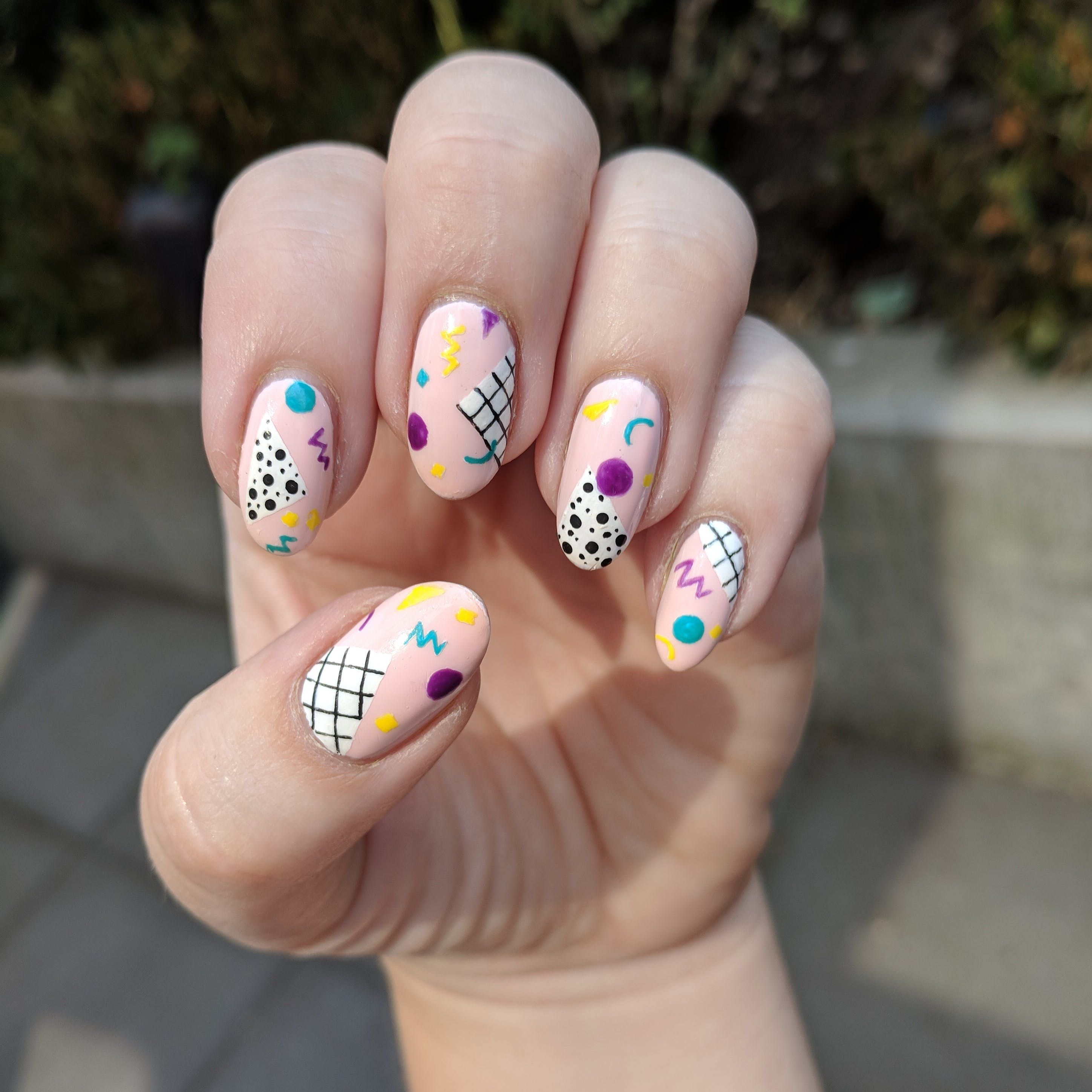 12 80s Nail Art Ideas To Round Out Your End Of Summer Style Nail Art Summer 80s Nails Floral Nails