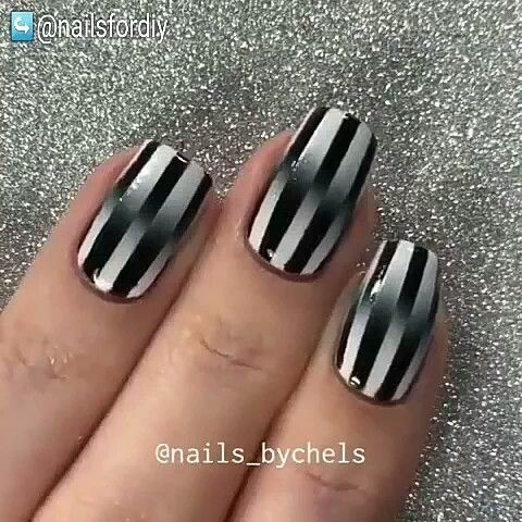 Back and white queen nail art. Ombre black and white with lines.🐠🐠