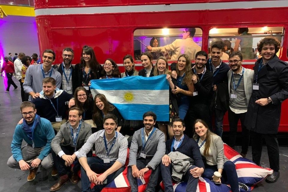 25 Argentine students return from studying in the UK with