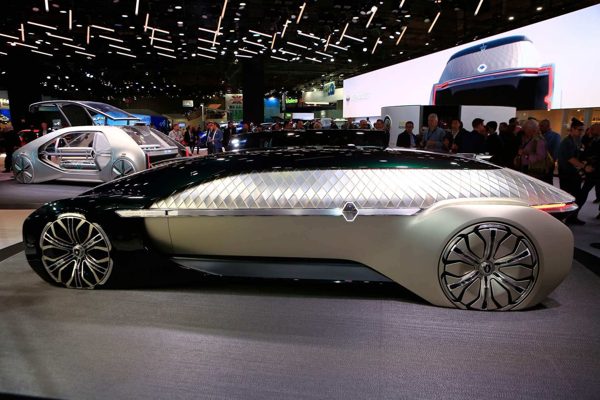 Renault Ez Ultimo Concept Envisions Self Driving Luxury Lounge Carscoops Renault Self Driving Luxury