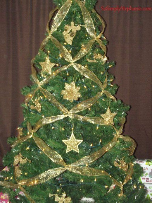 How To Crisscross Ribbons On A Christmas Tree Ribbon On