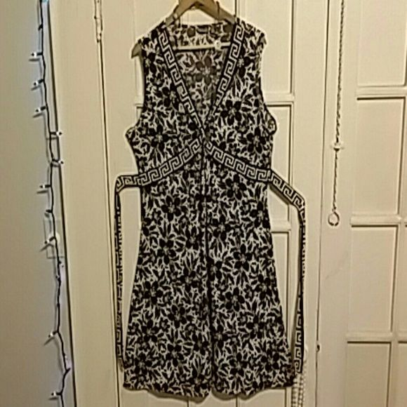Sassy Dress Cute Dress suitable for any occasion. Form fitting and stretchy at the same time. Looks real nice on a curvy body. Worn 3 or four times. Washed gently, never dried. Apt. 9 Dresses Midi