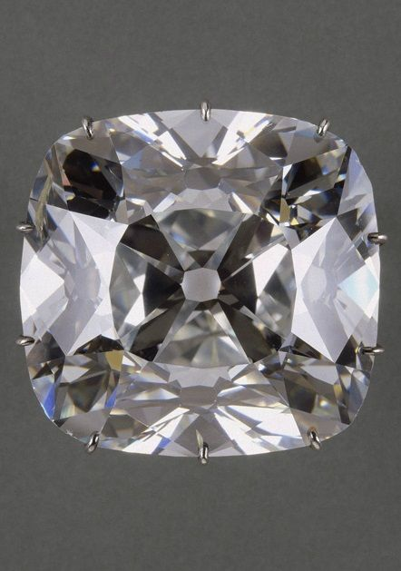 Diamond, known as the Regent. Discovered in 1698 in Golconda, India, this stone immediately attracted the interest of Thomas Pitt, the English governor of Madras. Cut in England, it was then purchased for the French Crown at the behest of the Regent Philippe d'Orléans in 1717. #TheRegentDiamond #antique