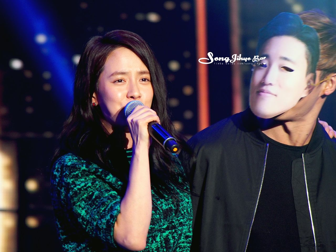 [HD photo] Running Man Special Live in Taipei Part 4 (cr. Captaine via SJH Baidu Bar) Singing Song and enjoyed herself on the stage She sang ,  and perform  together with the whole cast (and she can...