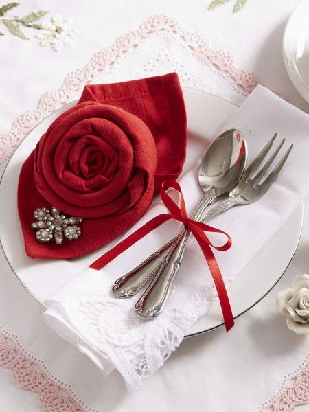 servietten falten rose zum valentinstag handarbeiten pinterest table decorations napkin. Black Bedroom Furniture Sets. Home Design Ideas