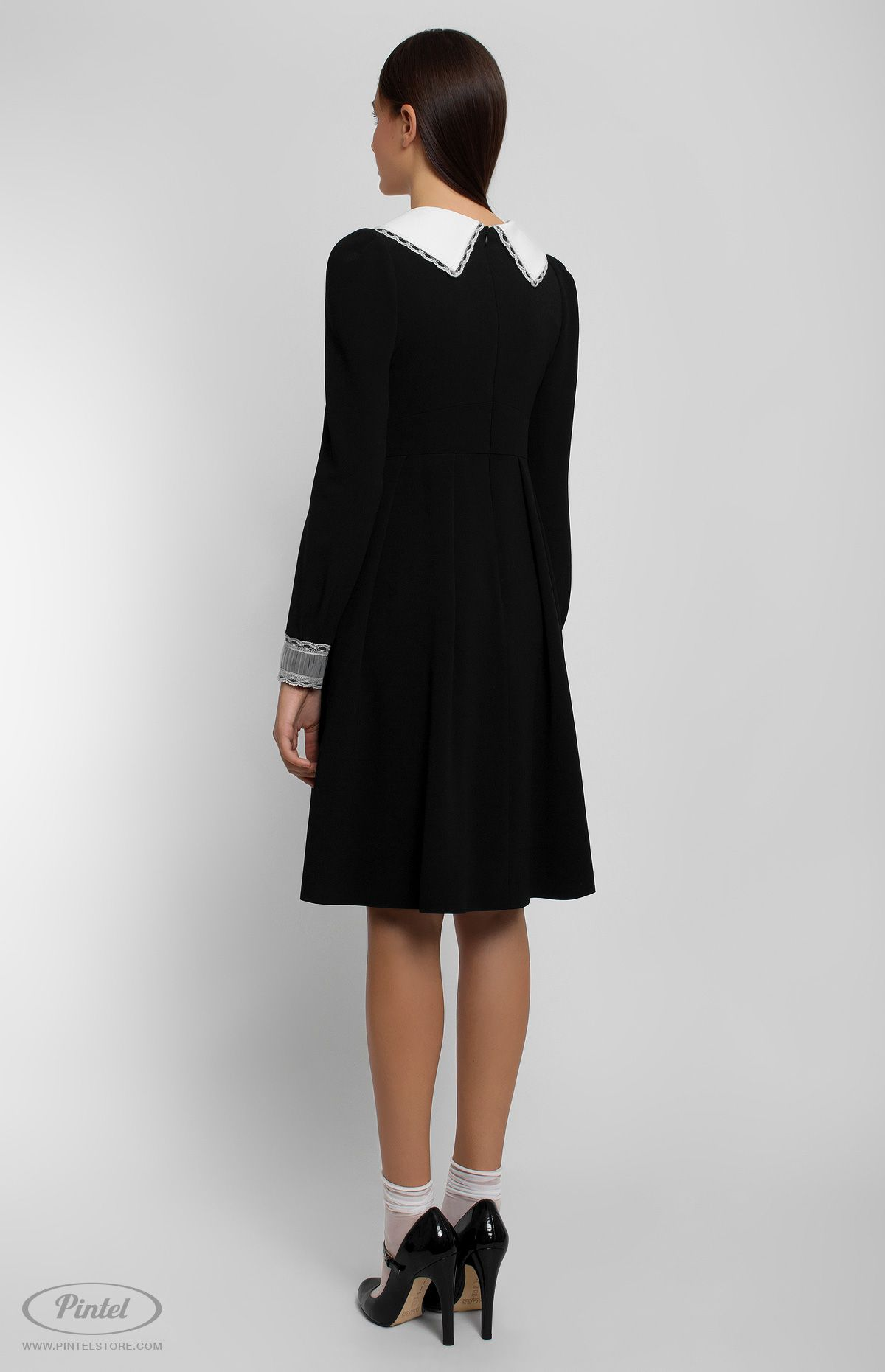 Longsleeve slimfit black dress decorated with lace and ribbon