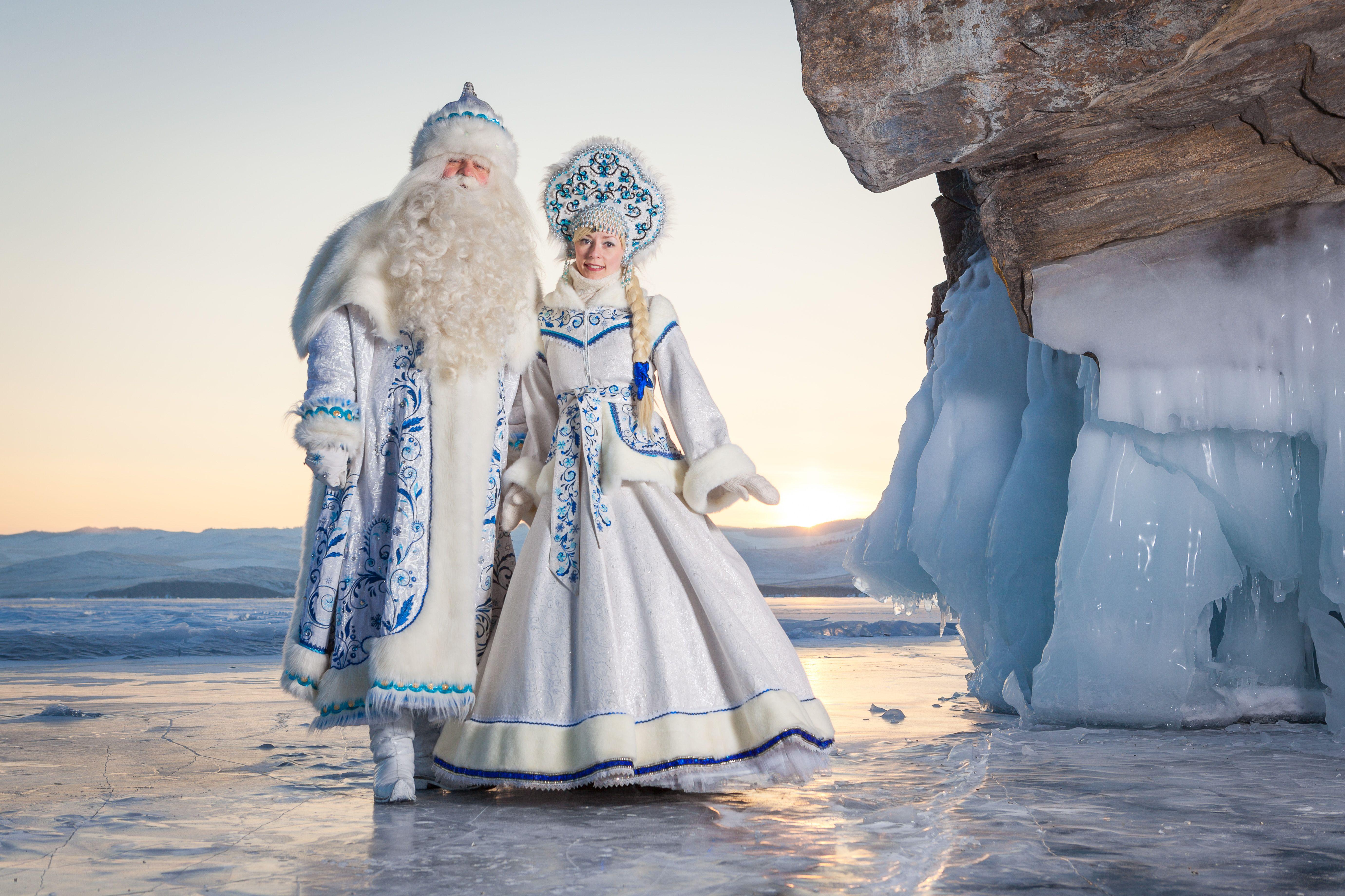 Bajkalskij Ded Moroz I Snegurochka Baikal Father Frost And Snow Maiden Ded Moroz Detskie Meropriyatiya Karnavalnye Kostyumy