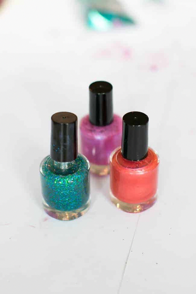 Learn how to make your own nail polish – it's easy to customize your favorite co…