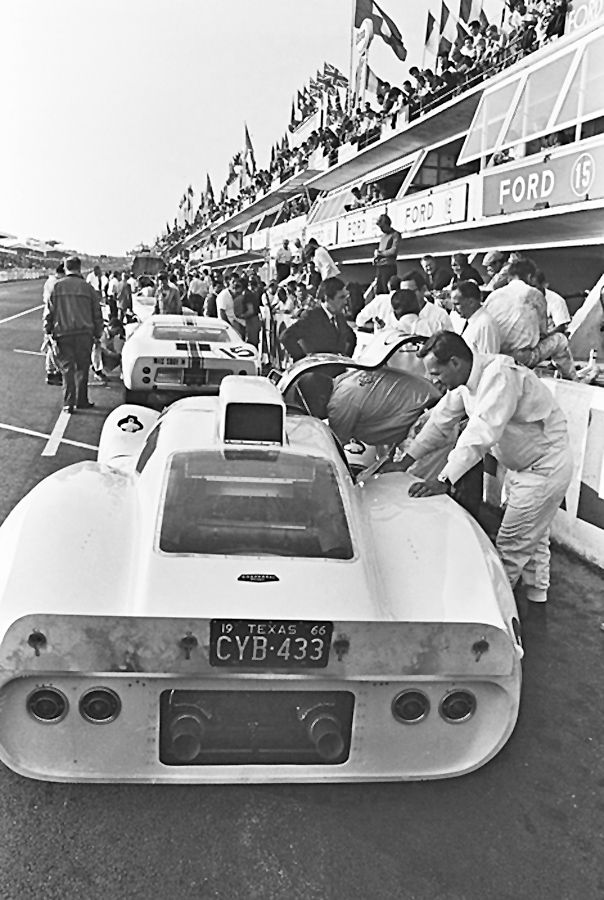 Chaparral 2d In The Pits At Le Mans 1966 The Road Grime And Oil On The Rear Transom Indicate Considerable Time On The Tr Le Mans Chaparral Sports Car Racing