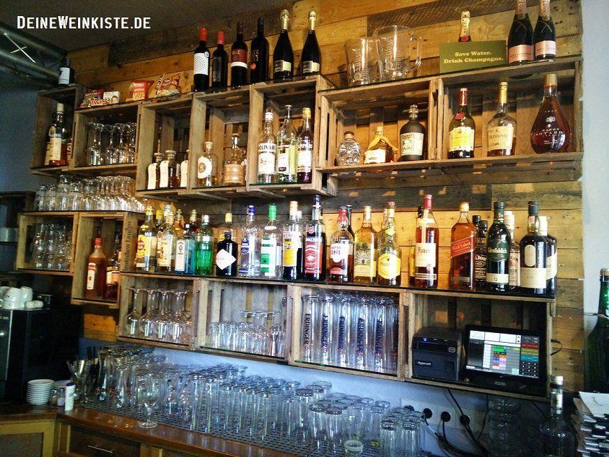 Getränkeregal Aus Weinkisten Mit Anti Holzwurm Wärmebehandlung In Gaststätte Hinter Theke