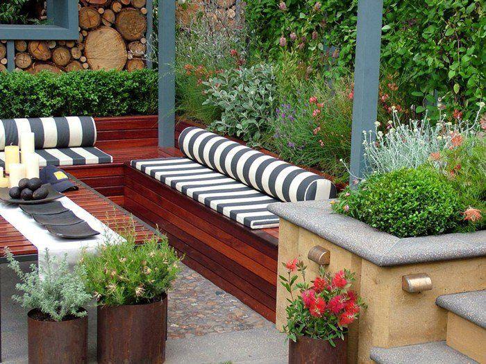 garten sitzecke gartenauflagen design mit streifenmuster | garten, Terrassen ideen
