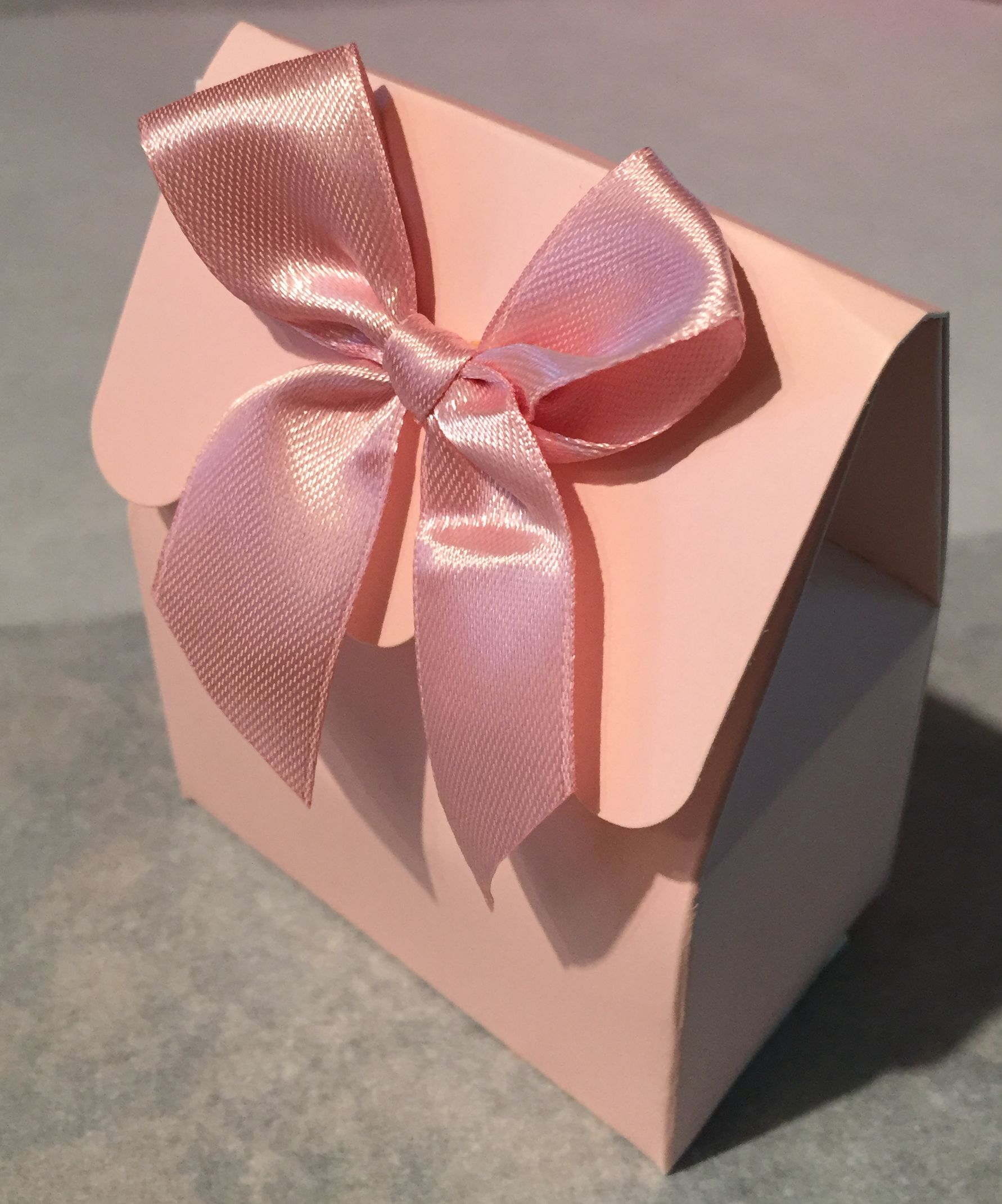 Scalloped Box w/ Bow Filled with approx. 1 1/4 oz of Love Nibbles ...