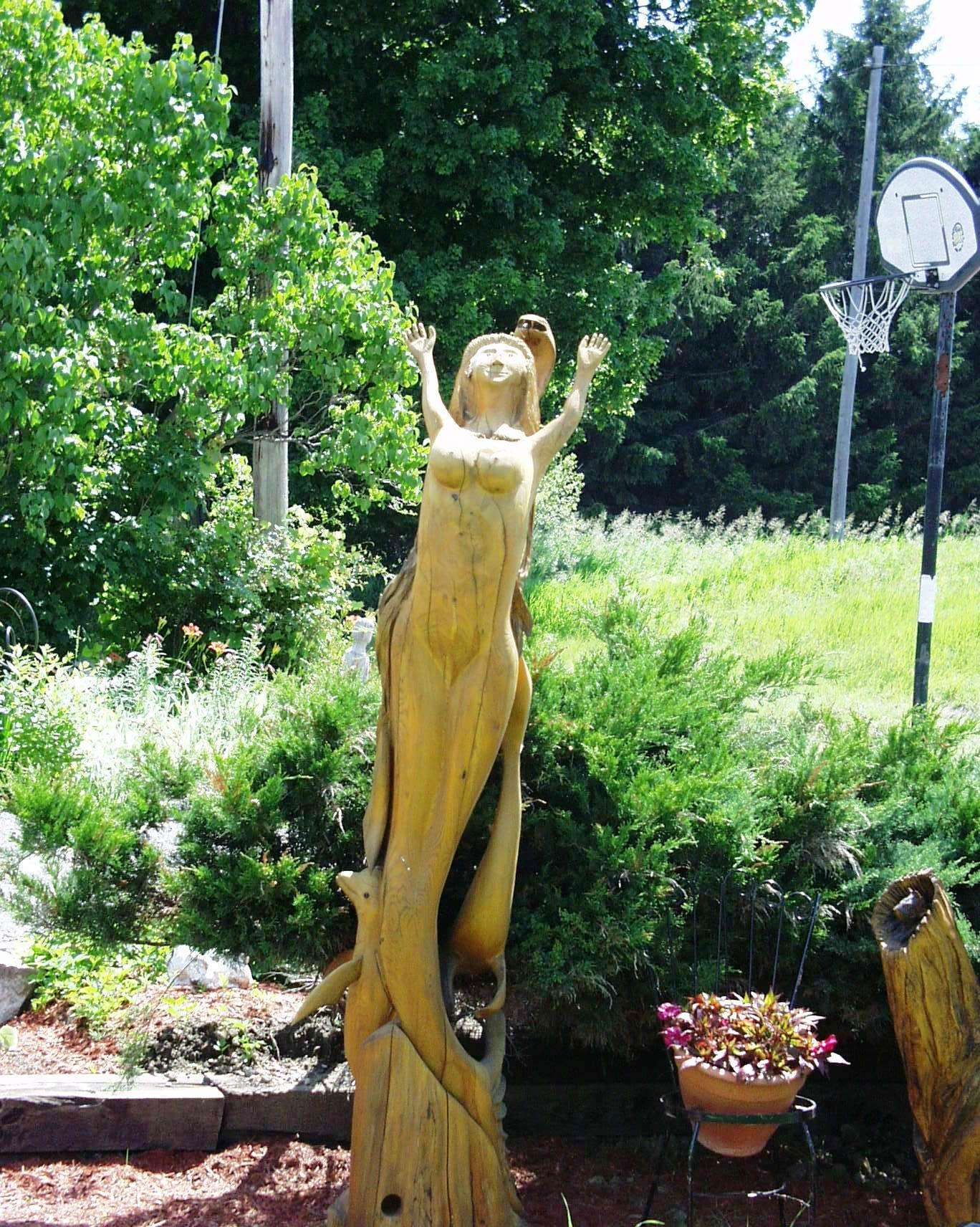 Chainsaw carvings at robbins amazing art in ridgetown ontario