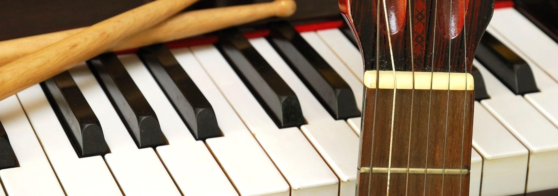 Przygody Z Instrumentami Material Uzupelniajacy Do Artykulow Nsp Ediba Polska Piano Music Instruments Instruments