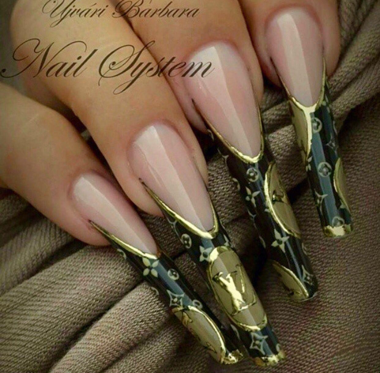 Black and gold Louis Vuitton nails | korom formak | Pinterest ...