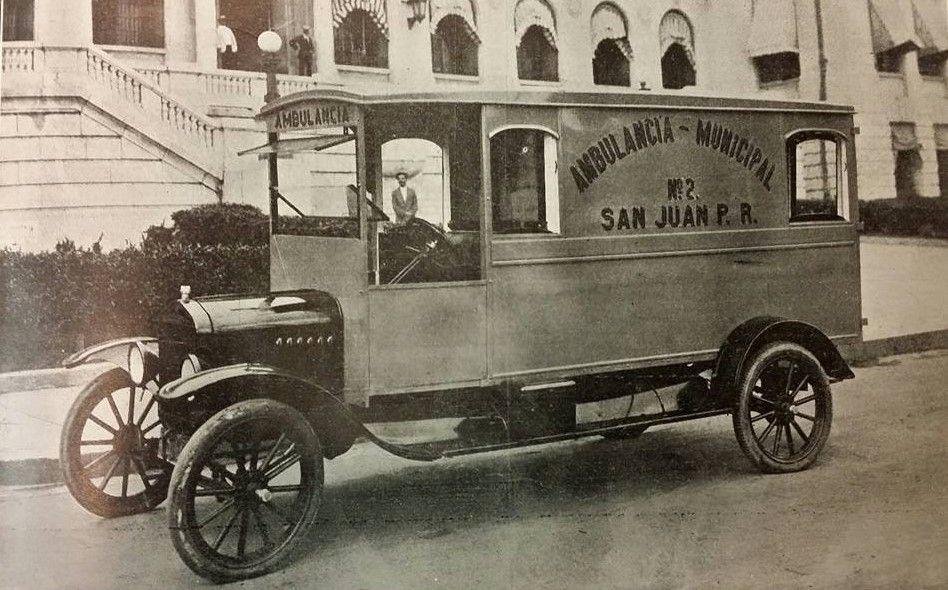 Ambulancia Marca Ford Del Municipio De San Juan Puerto Rico