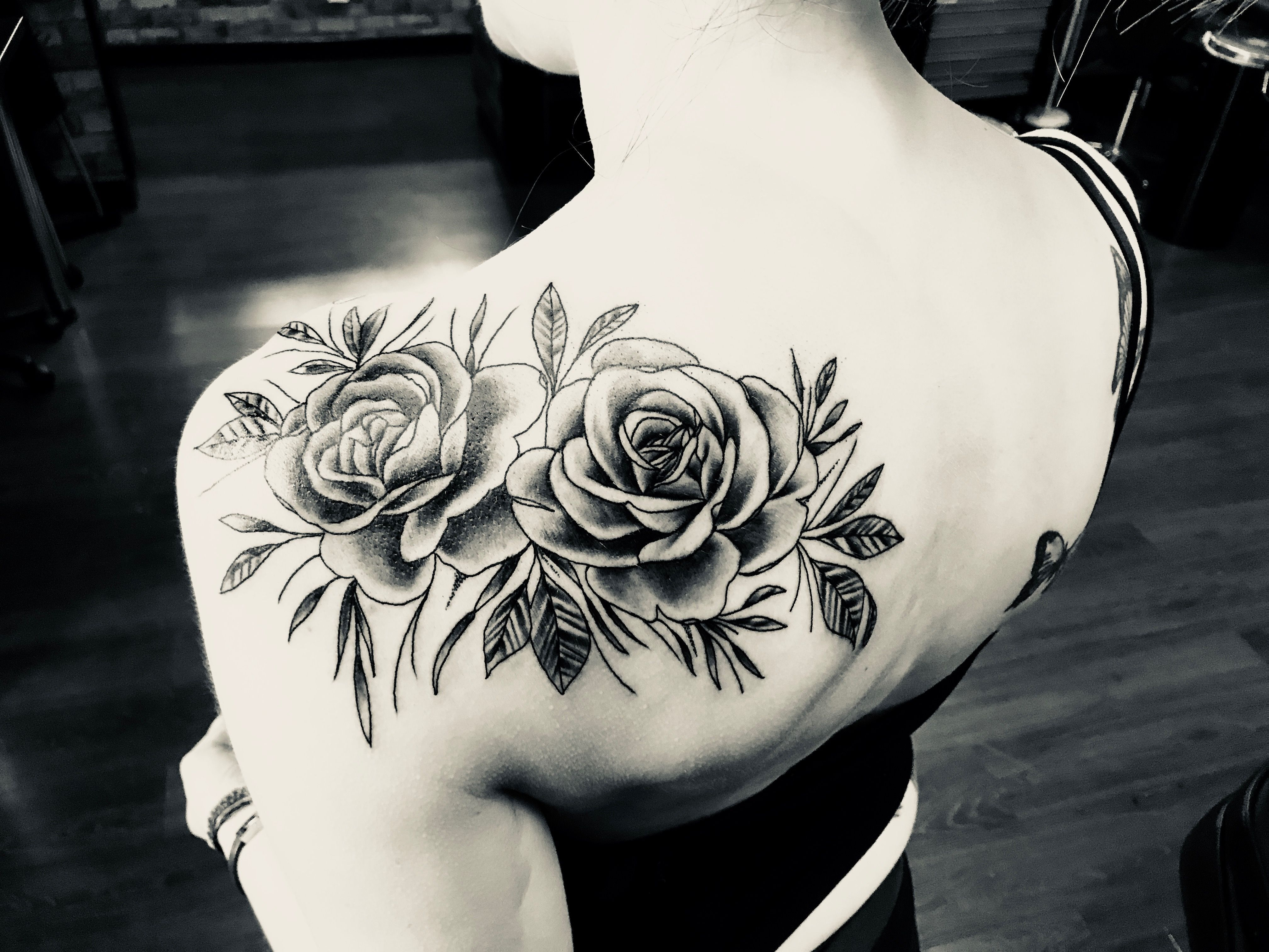 Rose Shoulder Tattoo In Black Shading Roseshouldertattoos Tattooideasshoulder Floral Tattoo Shoulder Rose Shoulder Tattoo Shoulder Tattoo