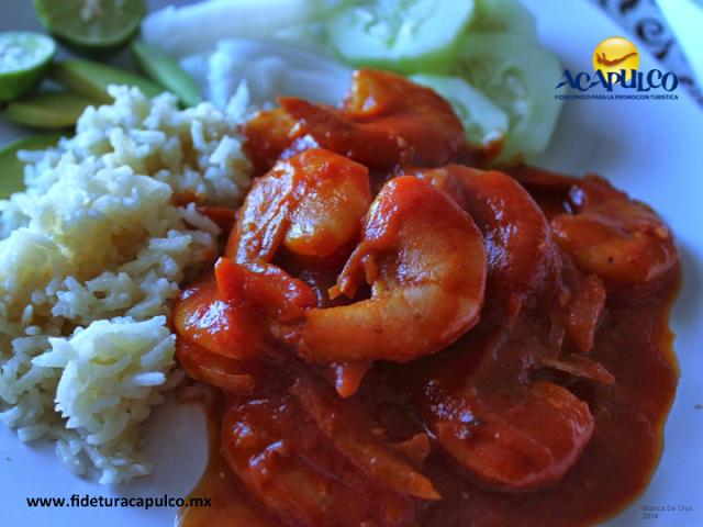 #gastronomiademexico Prueba los camarones a la diabla en La Cabaña de Caleta de Acapulco. GASTRONOMÍA DE MÉXICO. Durante tu próxima visita al hermoso Acapulco, una de las comidas que no puedes dejar de probar son los camarones y si te gusta la comida picante, debes degustar los camarones a la diabla de La Cabaña de Caleta, donde la salsa con la que los preparan no tiene igual. Visita la página oficial de Fidetur Acapulco, para obtener más información.