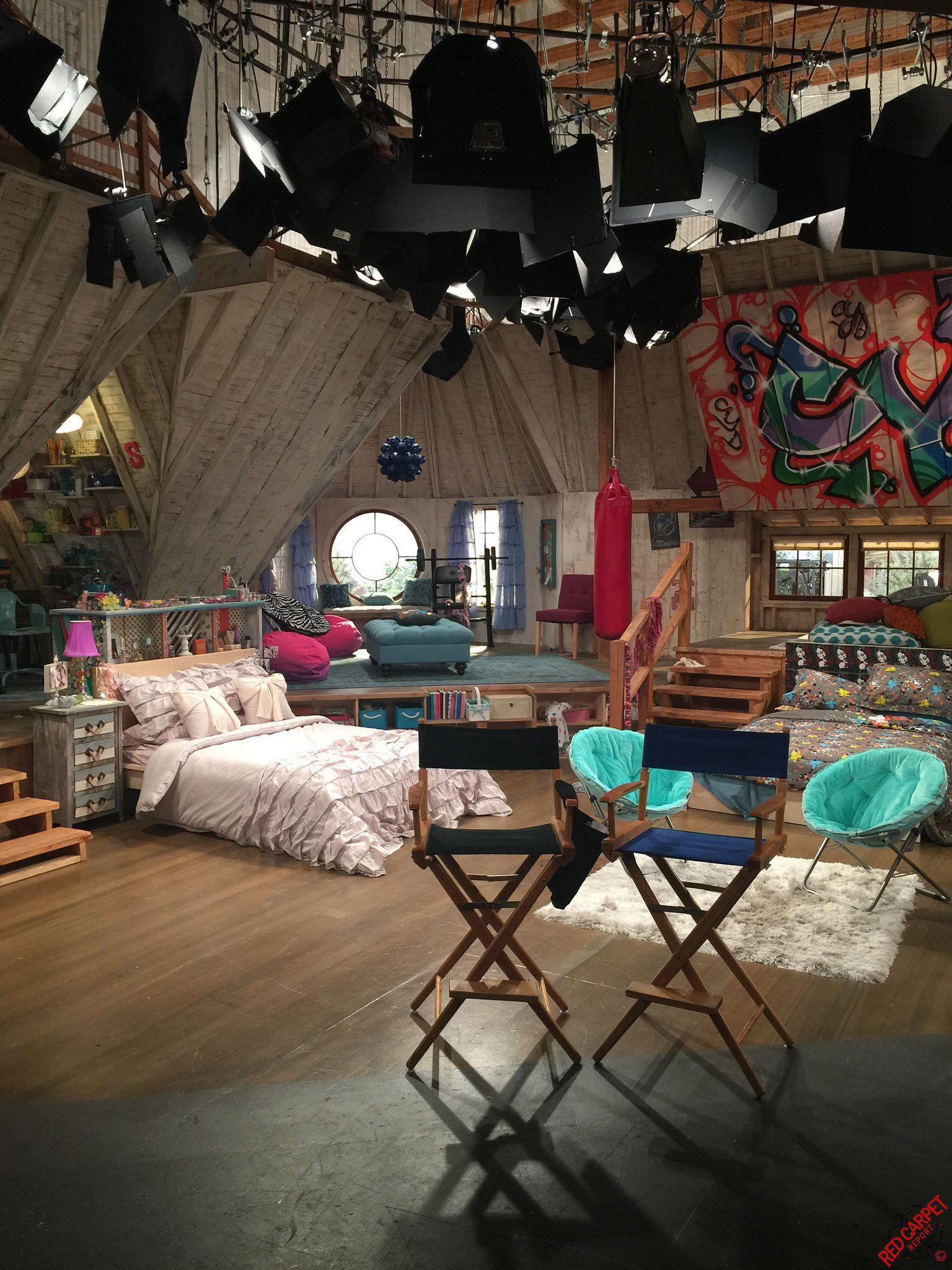 Best Friends Whenever Set Visit Disney Channel S New Buddy Comedy Bestfriendsforever Img 1797 Best Friends Whenever Movie Bedroom Bedroom Inspirations
