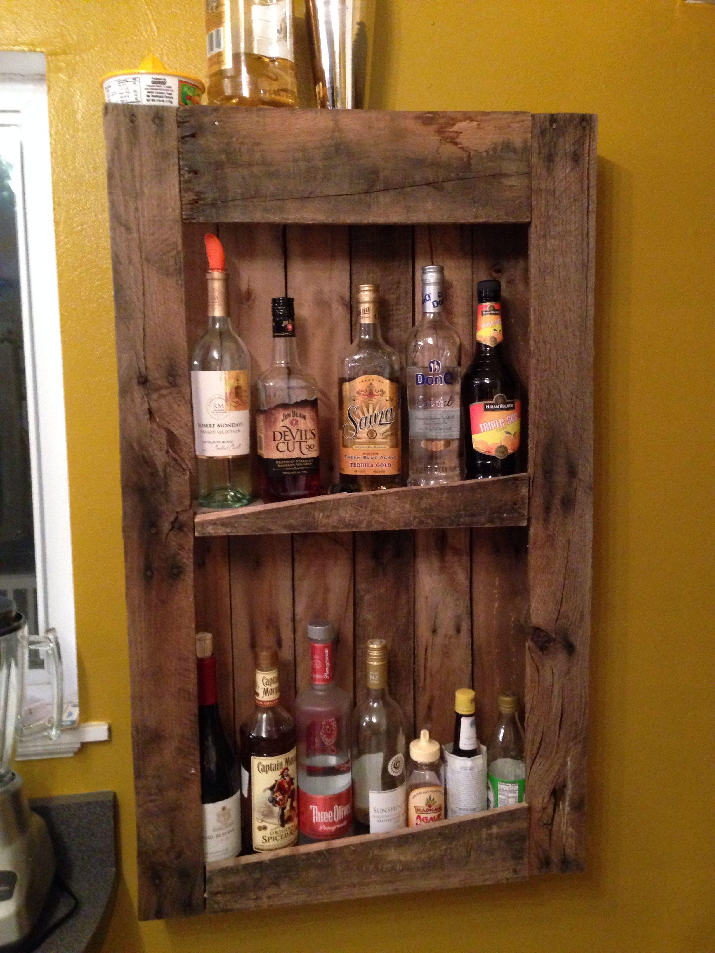 Diy pallet wine and liquor shelf my primitive home for Pallet wine bar