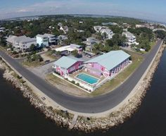 10 Amazing Places To Stay Overnight In Florida Without Breaking The Bank: 4. Beach Front Motel, Cedar Key