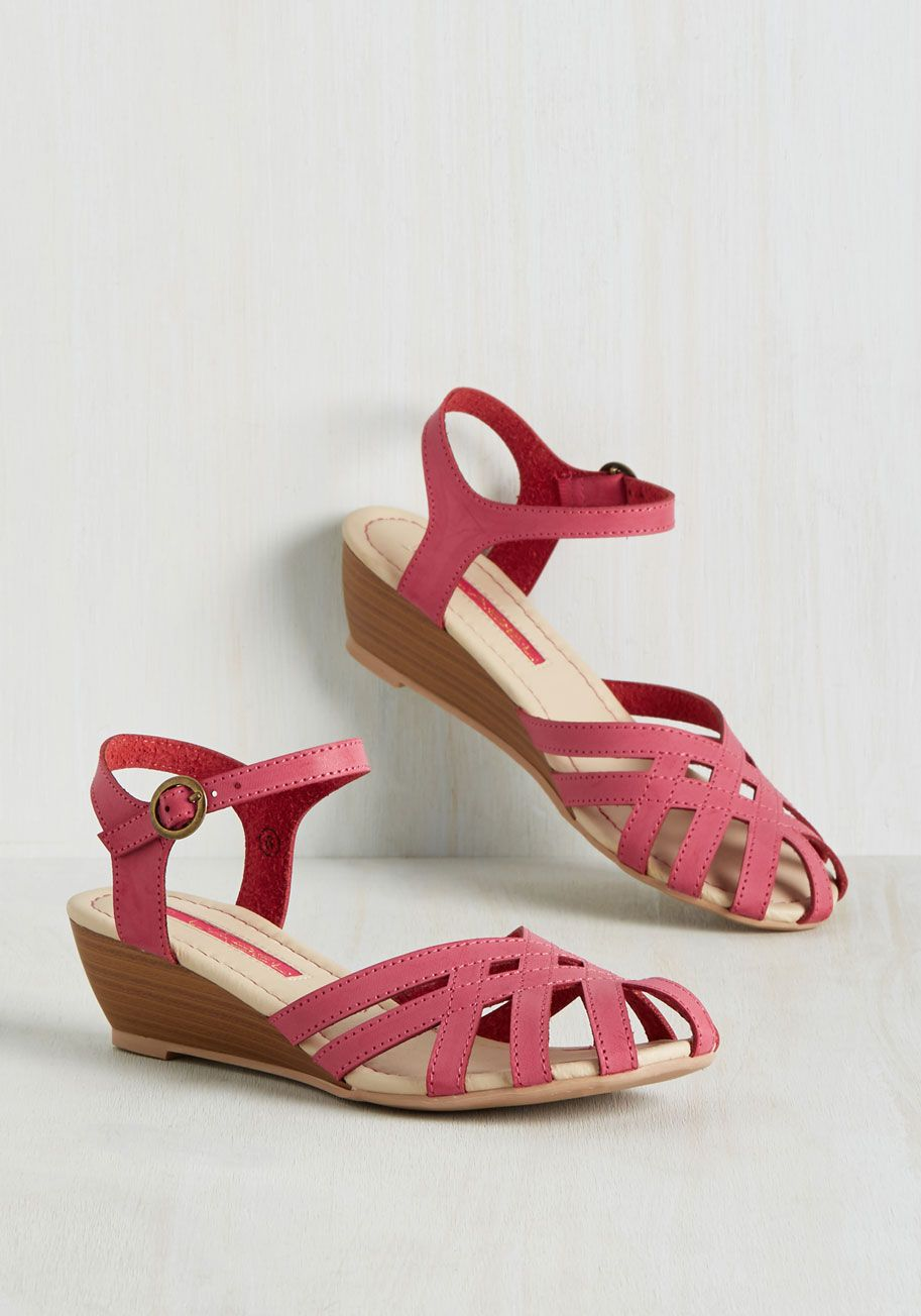 10895ea5e8d Brownie Bakery Sandal in Raspberry Accesorios