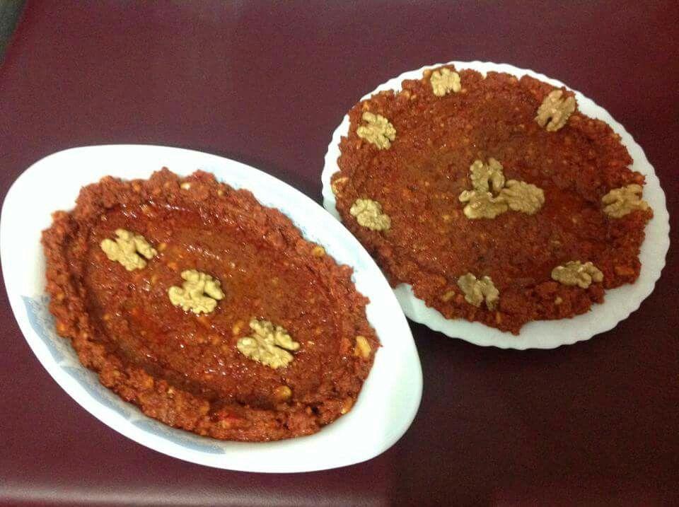 المحمرة المقادير بشكل تقريبي انا استعملت حوالي كوب ونصف دبس فليفلة ٤٠٠ غرام كوب كعك مطحون حوالي ١٥٠ غرام نصف كوب ماء لن Food Arabic Food Culinary