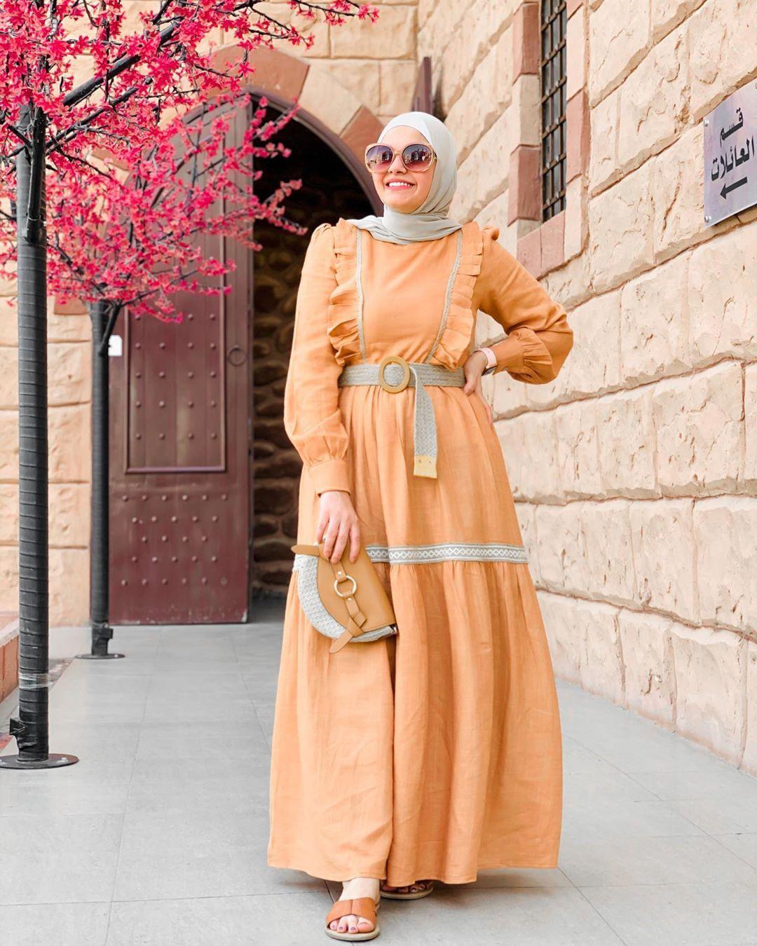 Ayafwzy لون جديد للفستان اول مره اجربه عجبنى جدا لونه مع اللون البيچ الفستان معاه الحزام ممكن High Neck Dress Dresses Fashion