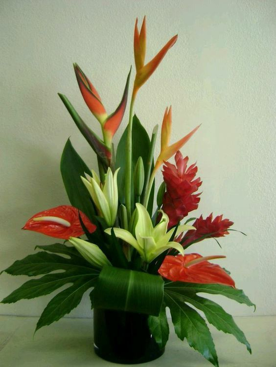 Birds Of Paradise Lilies Ginger And Anthurium Tropical Floral Arrangements Fresh Flowers Arrangements Tropical Flower Arrangements