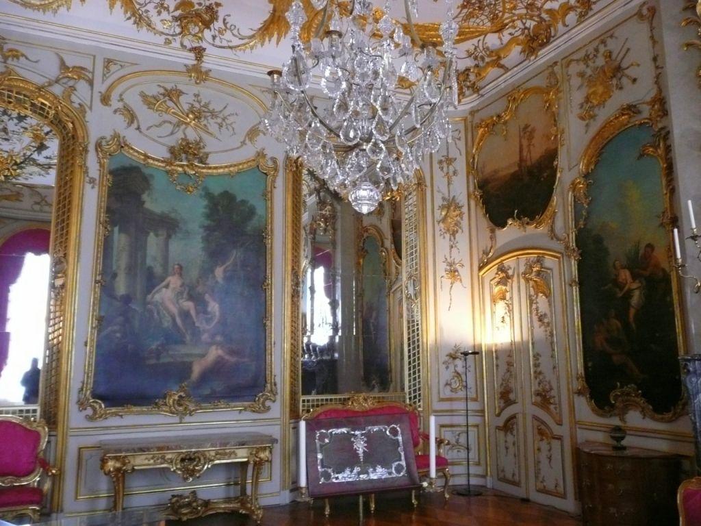 Prunkvolles Zimmer im Schloss Sanssouci in Potsdam - aufgenommen und ...