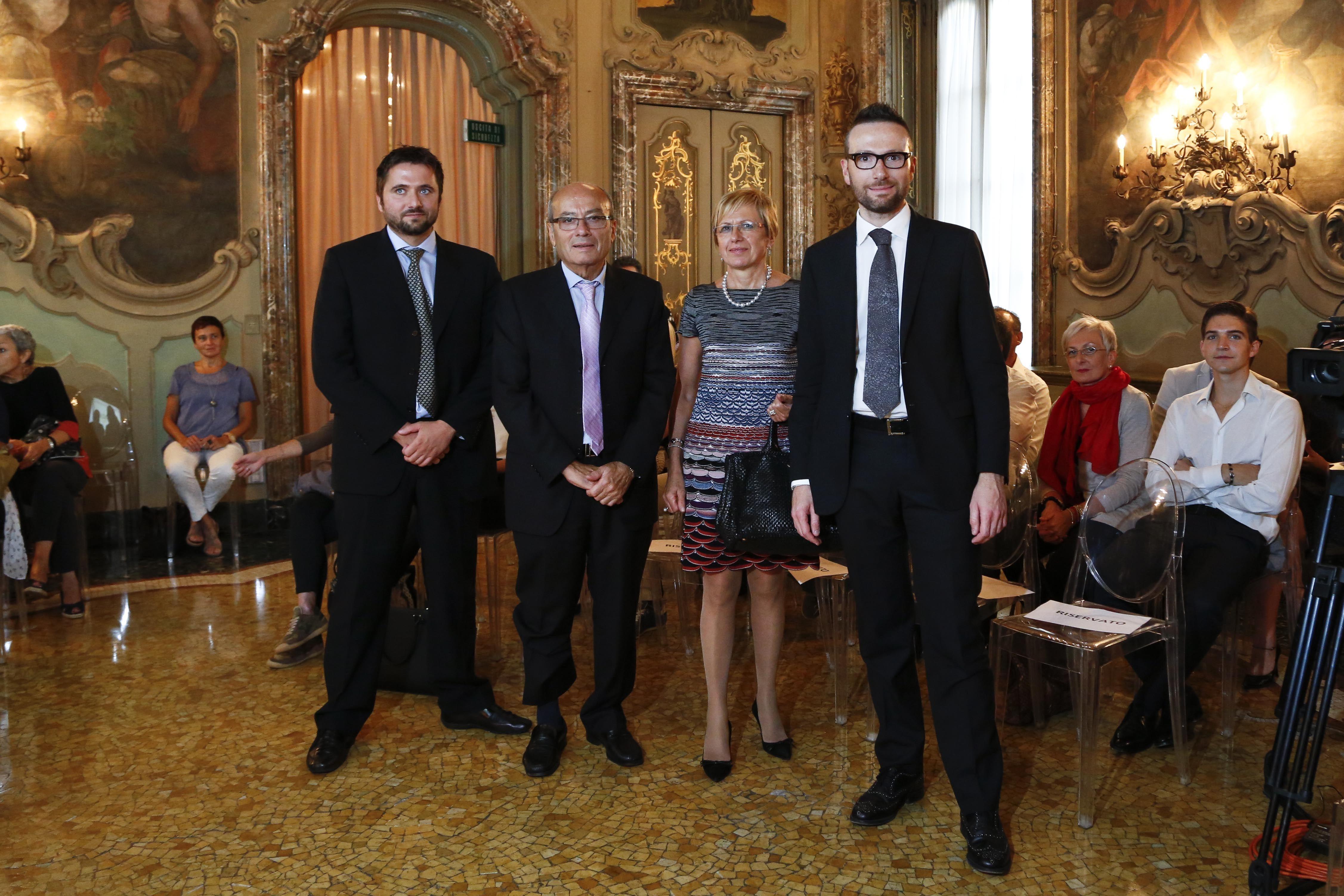 Famiglia Pinelli. Milano Moda Donna 2014: Solidea, le calze a compressione graduata in passerella. Sfilata 16/09/14 #events