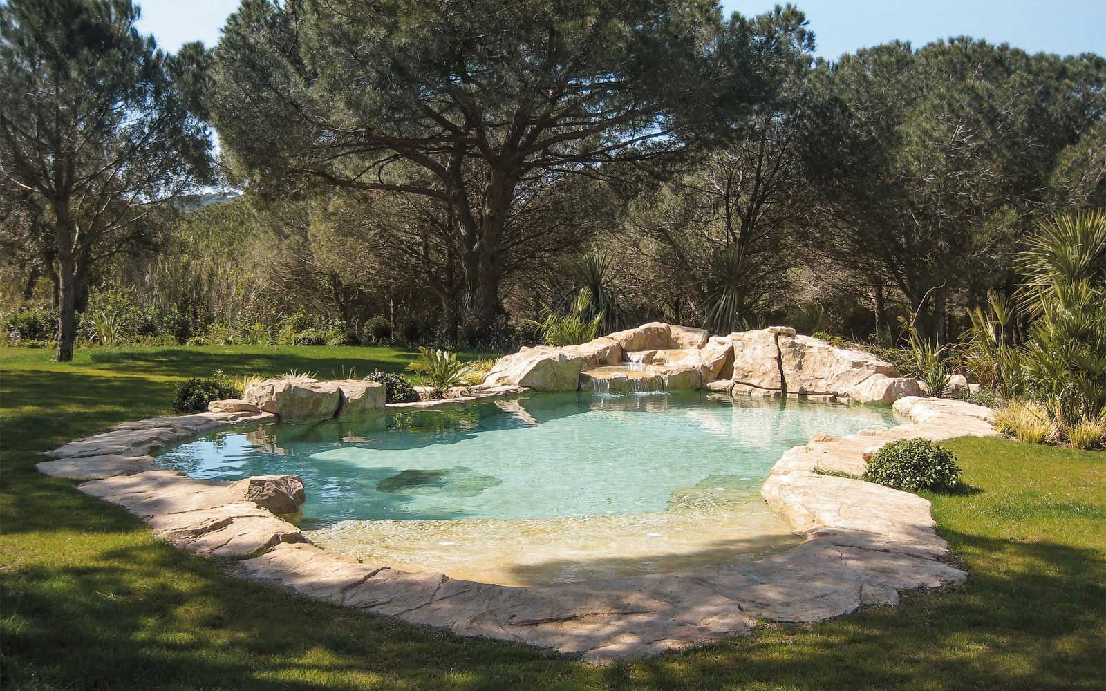 piscine paysag e avec cascade pools pinterest pigments naturels les cascades et rochers. Black Bedroom Furniture Sets. Home Design Ideas