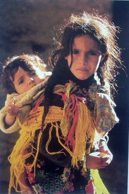 Africa | Berber children from the Ait Hadiddu tribe. || Scanned postcard