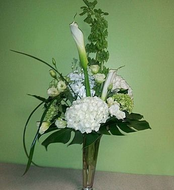 Remember A Loved One And Honor Their Memories With This Truly Original Tribute Arrangement Created By Fl Designer Brian Of Southern Comfort Fls In