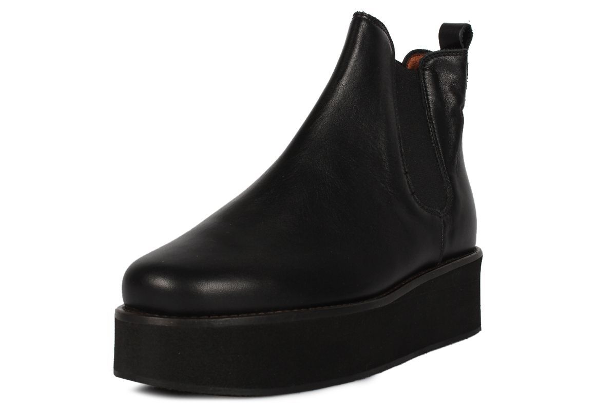 OMG, love these. Another pair of Buffalo-like shoes for grownups! Dressler - Minimarket
