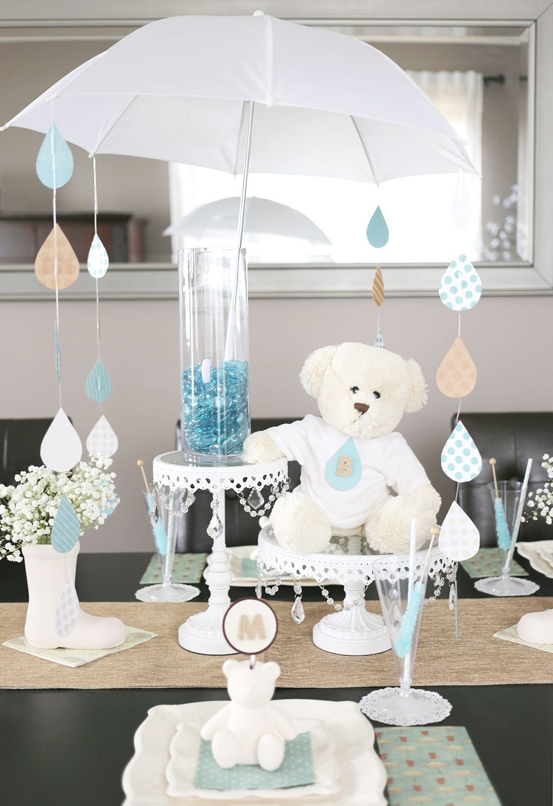 a sweet umbrella themed baby shower creative things pinterest umbrella centerpiece. Black Bedroom Furniture Sets. Home Design Ideas