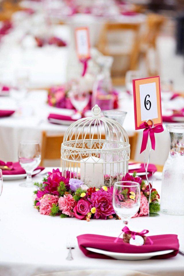 Hochzeit Fruhling Tischdeko Fuchsia Weiss Blumenkranze Vogelkafig