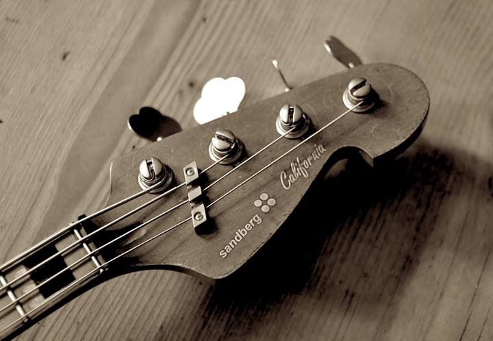 Bass String Headstock : sandberg california bass headstock like the string tree inspiration in 2019 bass guitar ~ Vivirlamusica.com Haus und Dekorationen