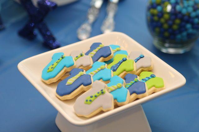 Cute onesie cookies at a Baby Shower #babyshower #cookies