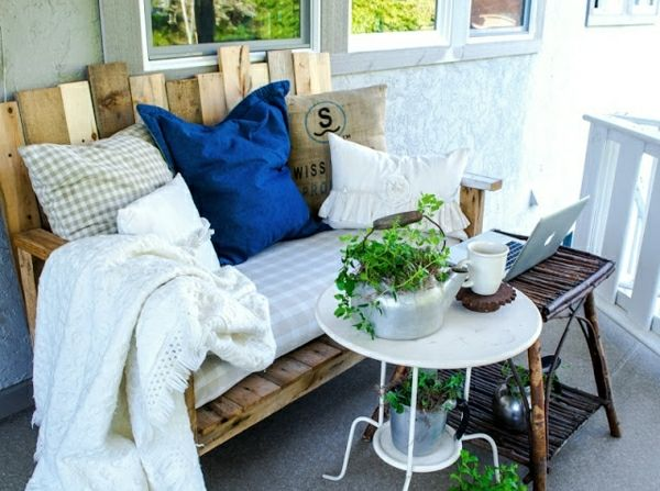 holz paletten möbel balkon sofa selbst bauen | möbel aus paletten,