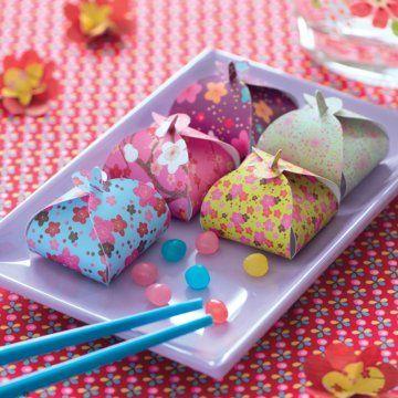 de petits ballotins de bonbons pour un anniversaire papier japonais bonbon et japonais. Black Bedroom Furniture Sets. Home Design Ideas