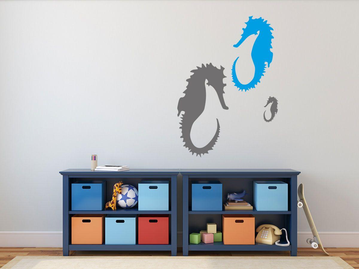 Das Zauberhafte Motiv Zeigt Zwei Ausgewachsene Tiere Und Einen Nachkommen Die Kleine Familie Gibt Es In Drei Versc In 2020 Wandtattoo Wandtattoo Kinderzimmer