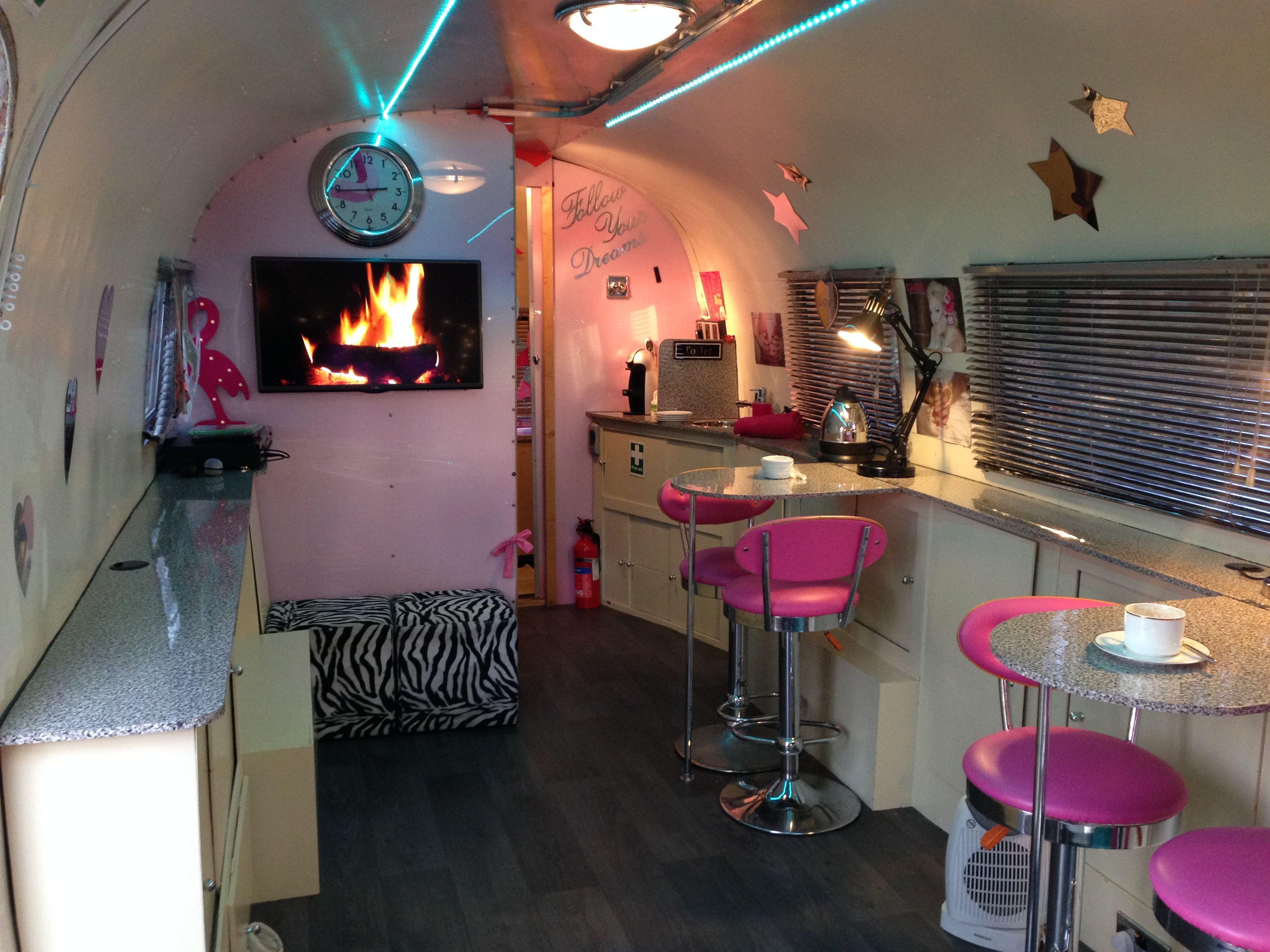 Mobile beauty salon. Pamper parties. Ladies pampering, hen