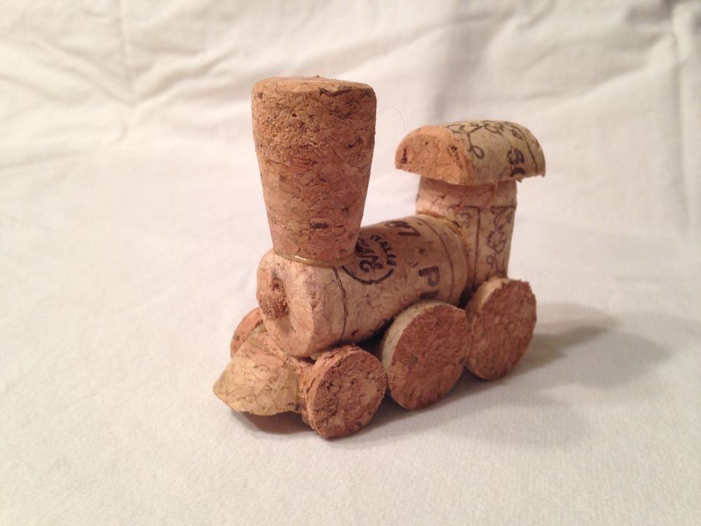 Model wine cork train handmade diy christmas cork and for Crafts to do with corks