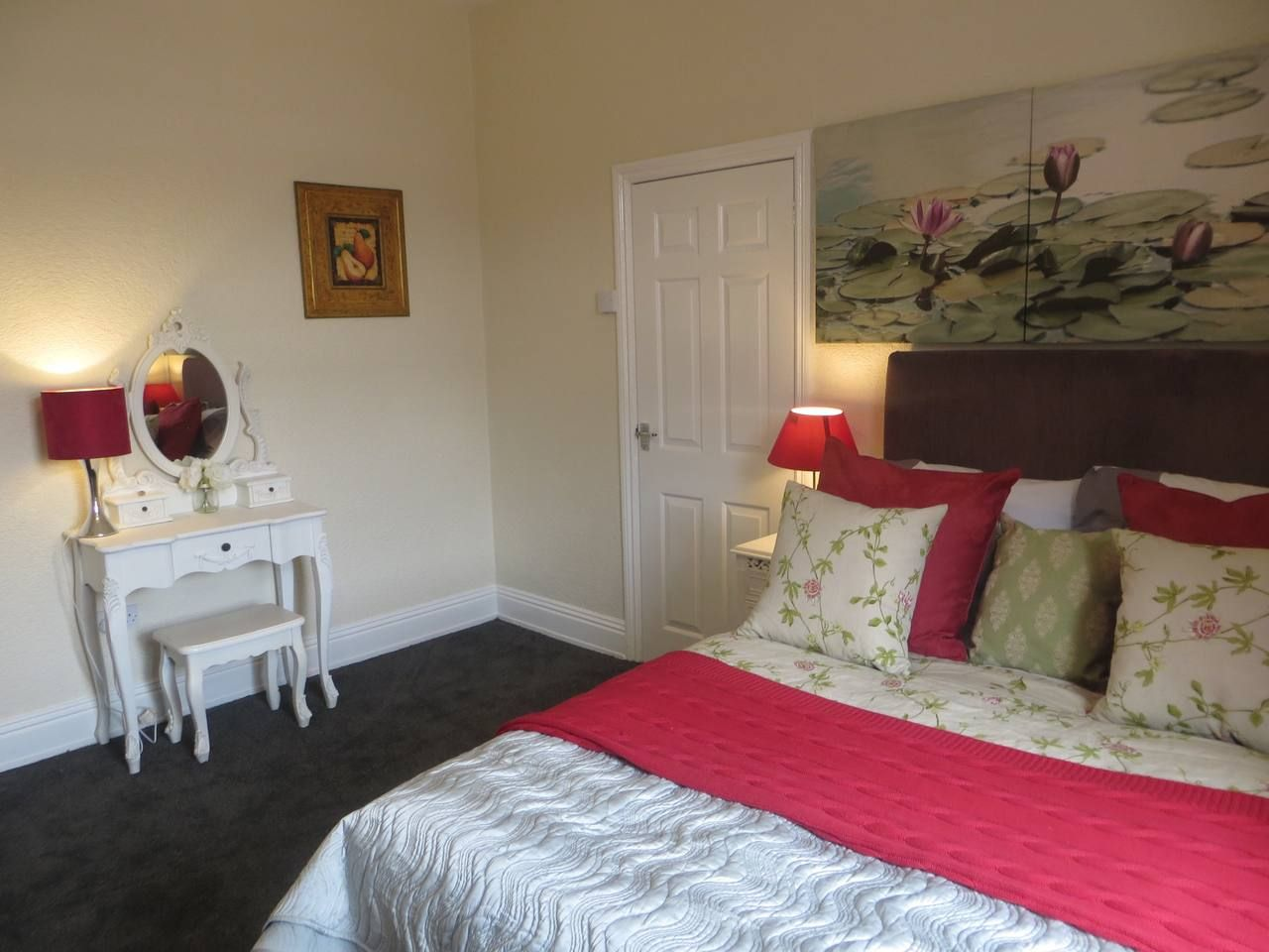 5 min walk from Winter Gardens, and town centre
