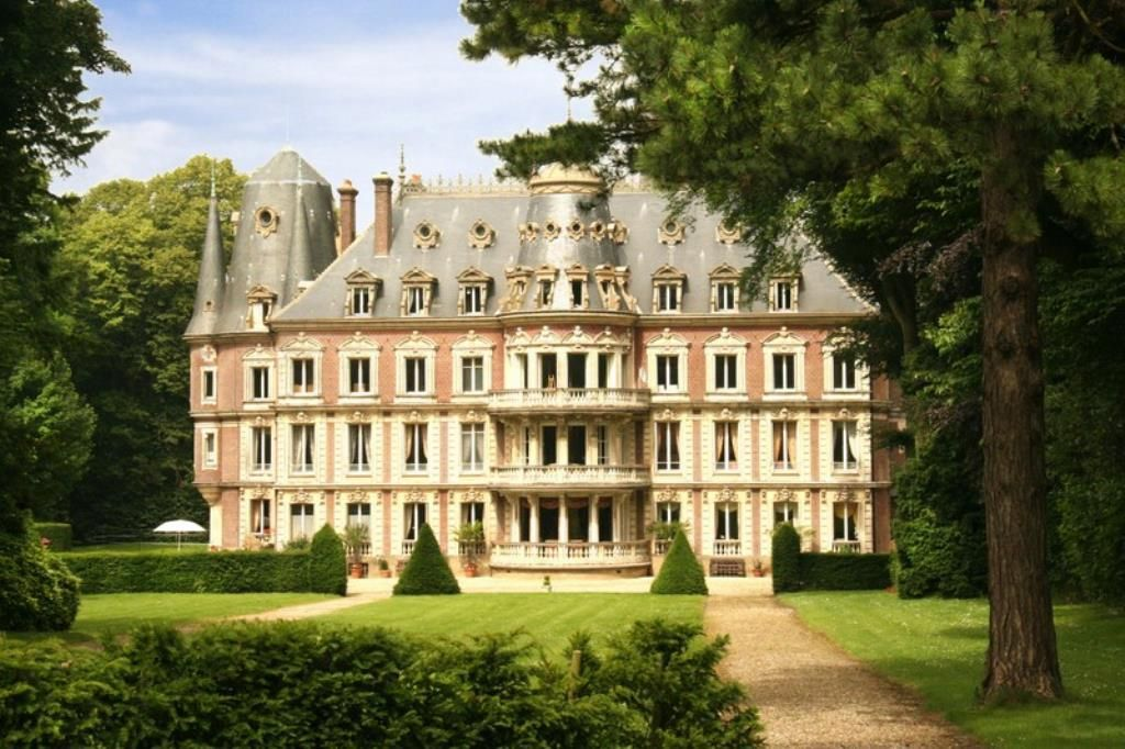 Ch teau by the sea in normandy photo cabinet le nail for Chateau hotel paris